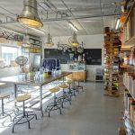 kookstudio keukenvuur overzicht met boeken