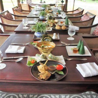 Lolly van citroengras gevuld met kippengehakt Streetfood uit Loas