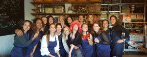 Gezellig koken tijdens een vrijgezellenfeest in Utrecht